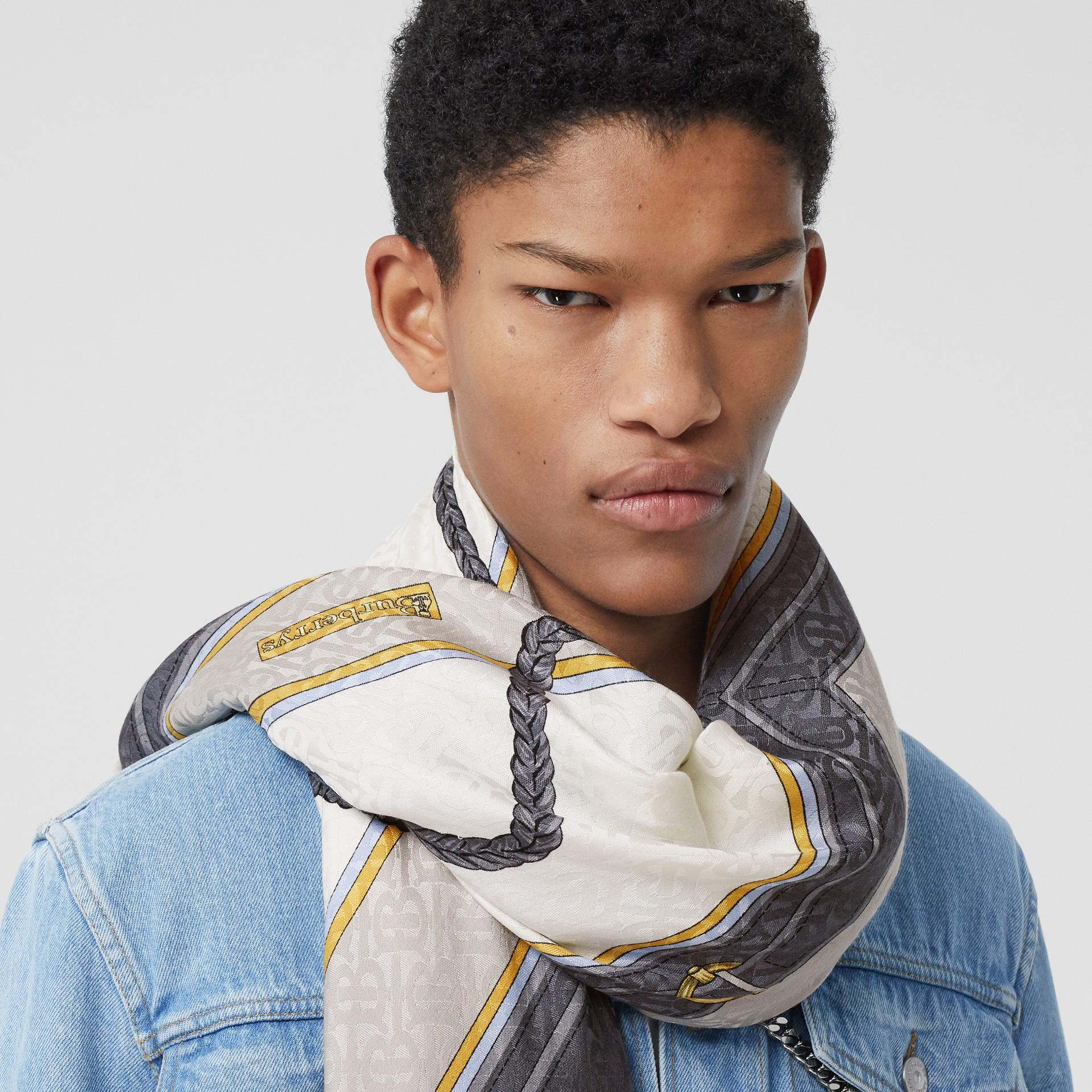典藏圍巾印花絲綢羊毛大型方巾 (灰色) | Burberry - 圖庫照片 3