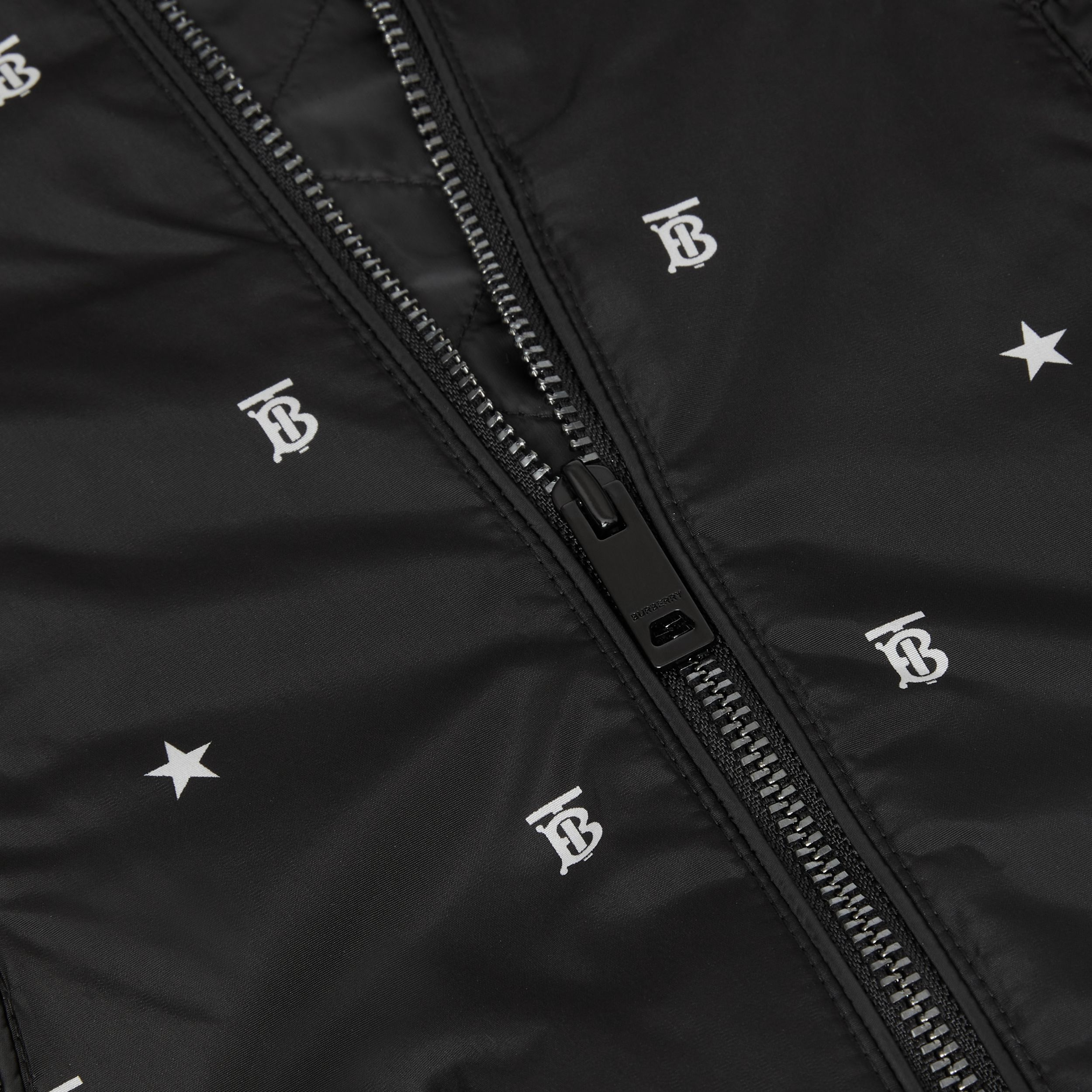 Star and Monogram Motif Lightweight Hooded Jacket in Black - Children | Burberry Hong Kong S.A.R. - 2