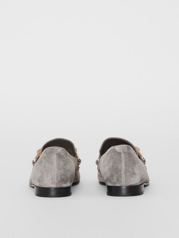 Mocassini in pelle scamosciata con catenella (Grigio Fumo) - Donna | Burberry - cell image 3