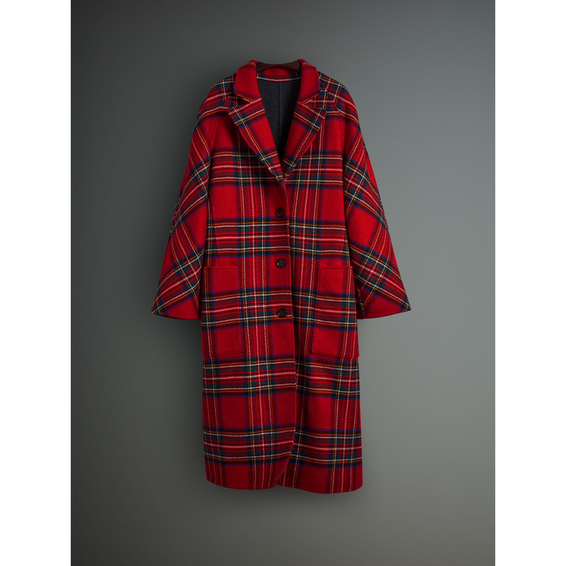 Tartan Double-faced Wool Cashmere Oversized Coat in Bright Red/dark Grey - Women | Burberry Singapore - gallery image 3