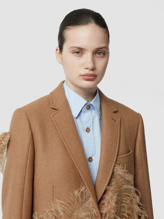 Abrigo de vestir en pelo de camello con detalle de plumas (Cámel) - Mujer | Burberry - cell image 1