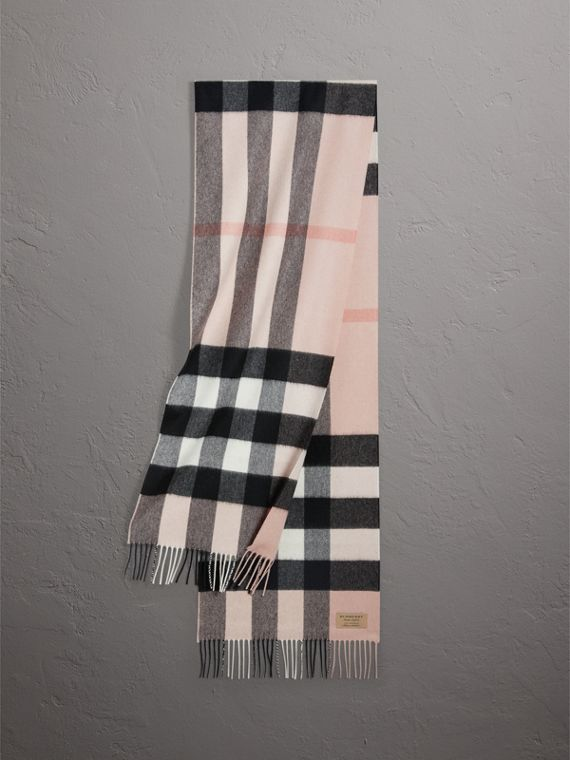The Large Classic Cashmere Scarf in Check in Ash Rose