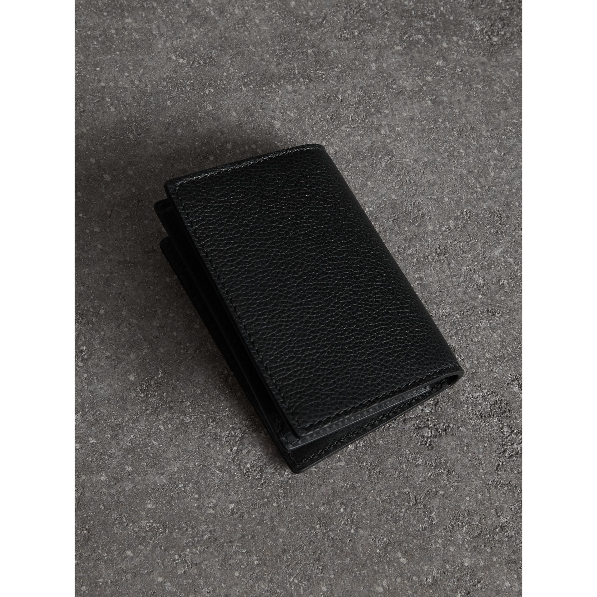 Grainy Leather Folding Card Case in Black | Burberry - gallery image 2