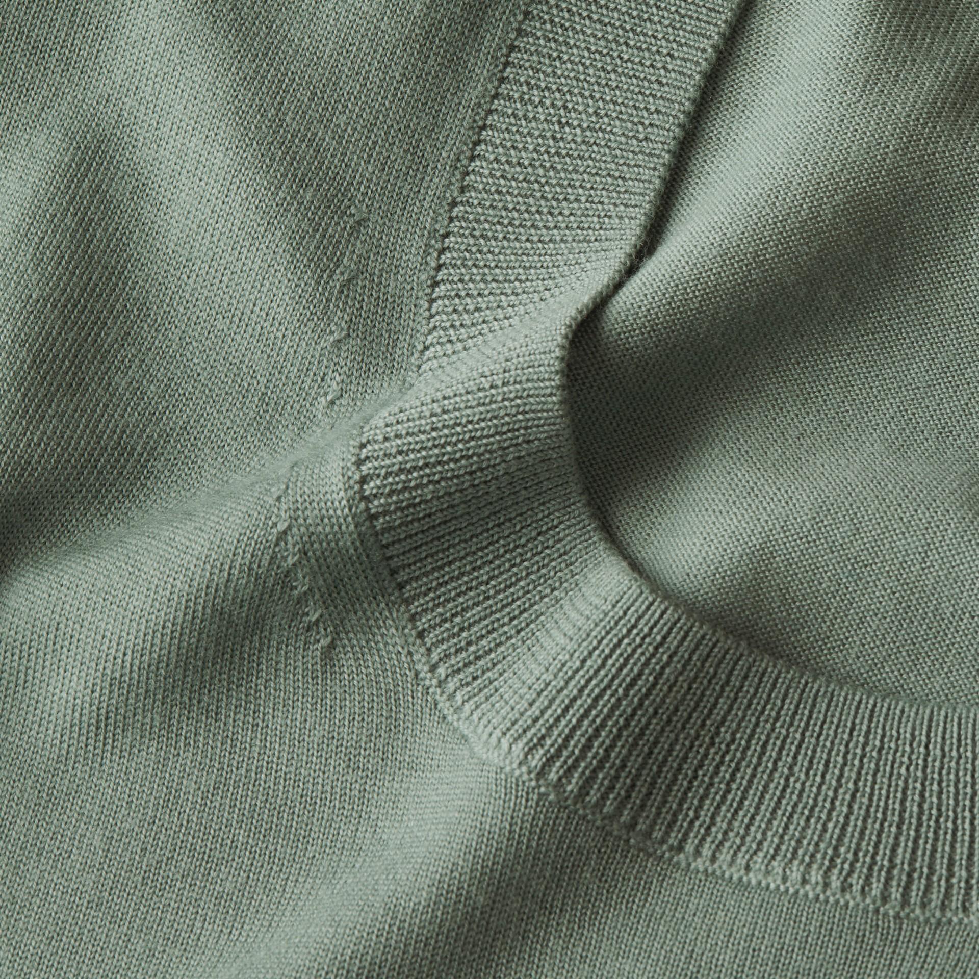 Vert eucalyptus Pull ras du cou en laine mérinos Vert Eucalyptus - photo de la galerie 2