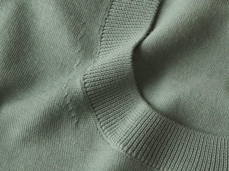 Vert eucalyptus Pull ras du cou en laine mérinos Vert Eucalyptus - cell image 1