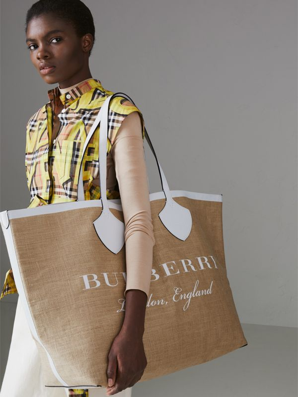 The Giant Tote in Logo Print Jute in Chalk White - Women | Burberry Singapore - cell image 3