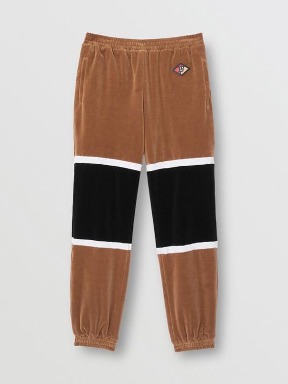 Track pants em chenille listrado com logotipo gráfico (Nozes Escuro)