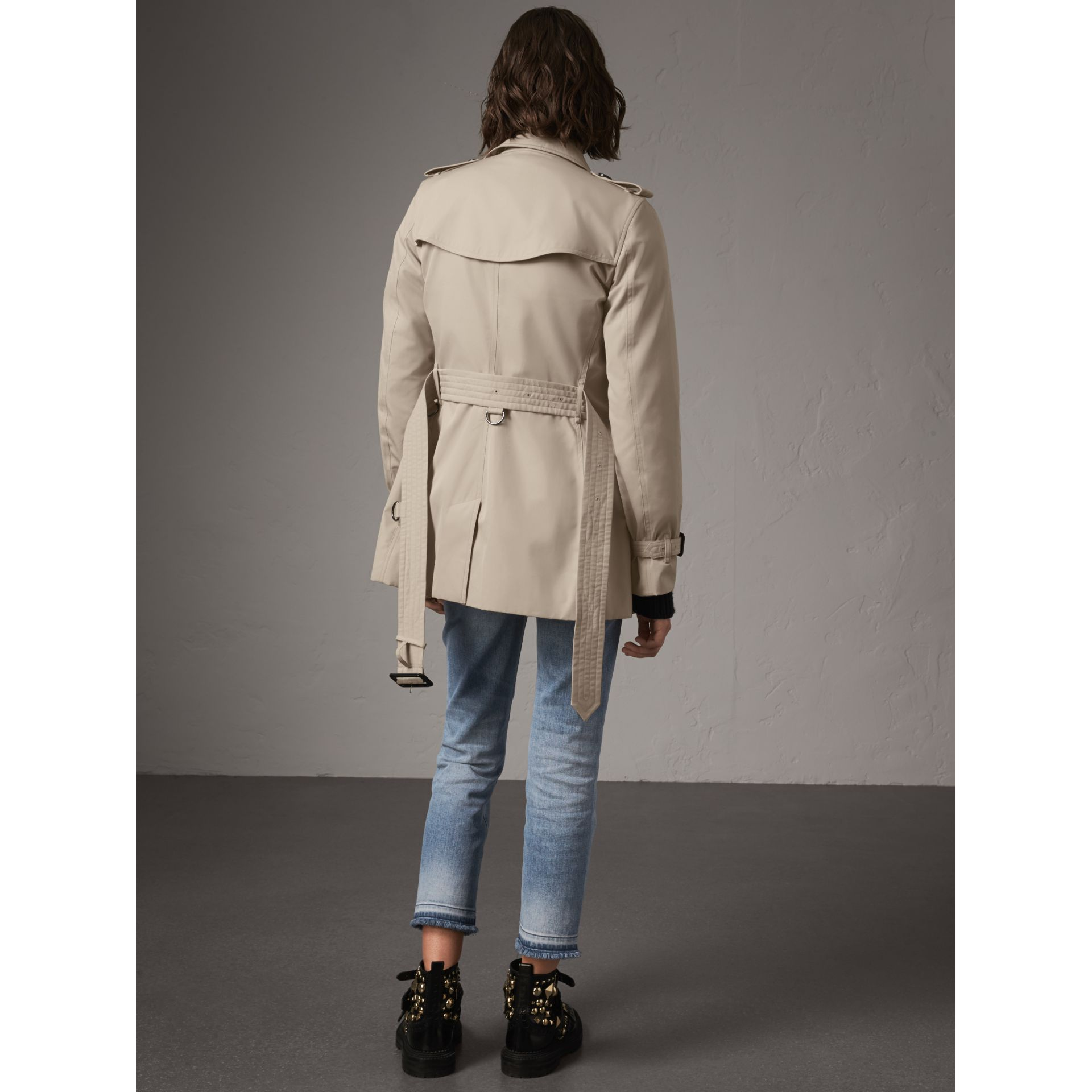 The Kensington – Short Trench Coat in Stone - Women | Burberry - gallery image 2