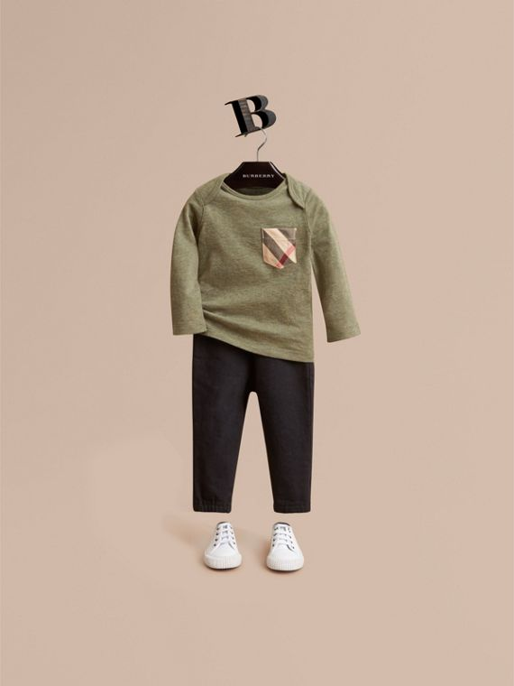 Long-sleeve Check Pocket Cotton T-shirt in Khaki Green Melange | Burberry