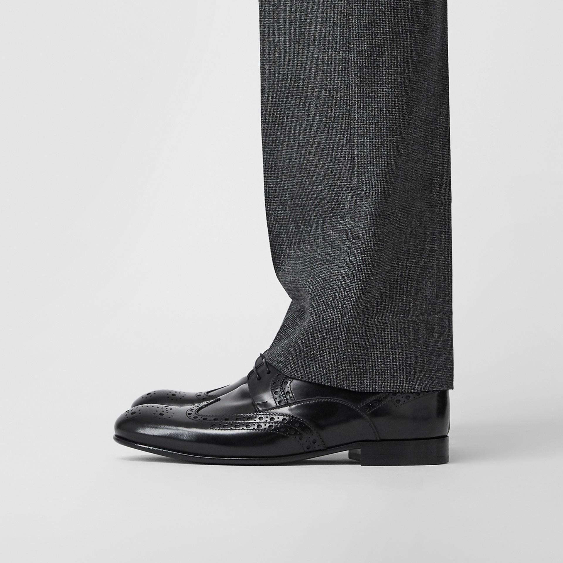 Sapatos Derby de couro com detalhe brogue (Preto) - Homens | Burberry - galeria de imagens 2