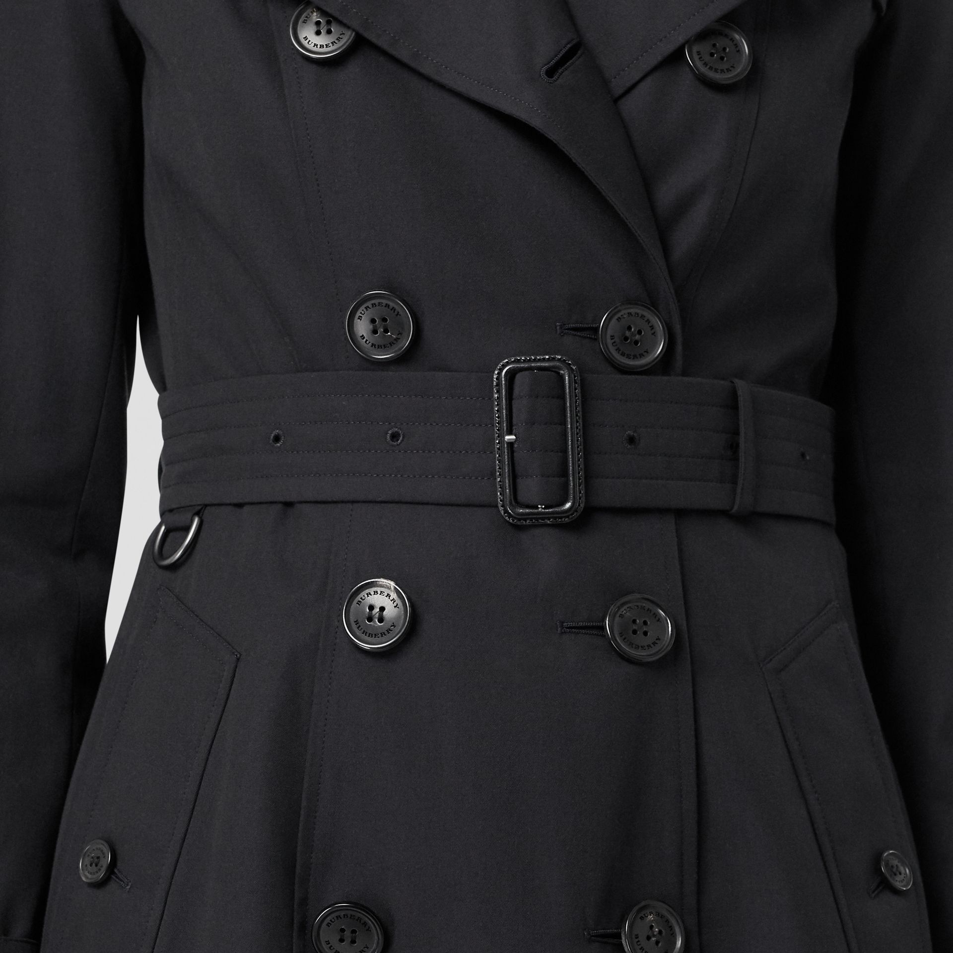 The Long Chelsea Heritage Trench Coat in Midnight - Women | Burberry United States - gallery image 6
