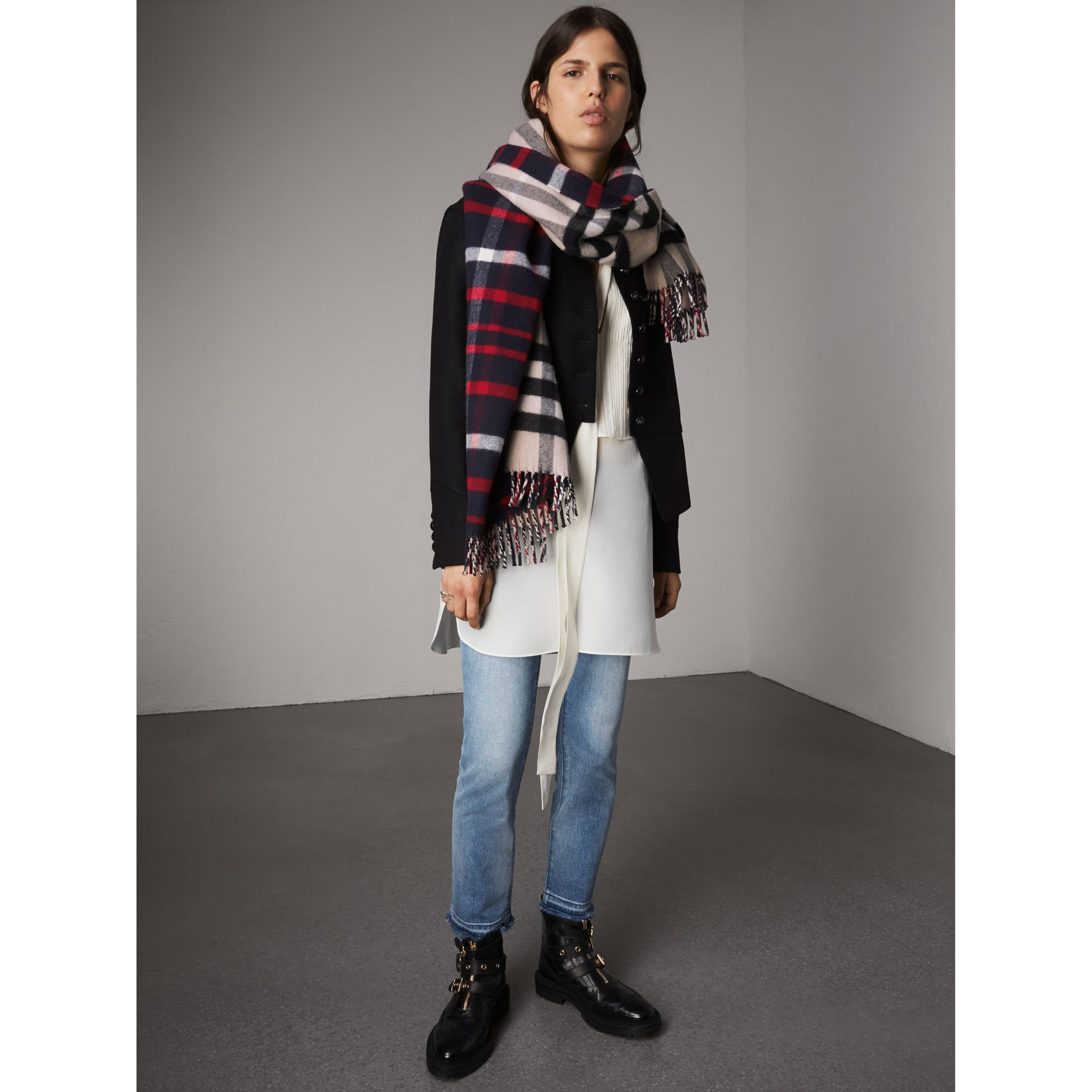 Check Wool Cashmere Oversize Scarf in Navy | Burberry United Kingdom - gallery image 3
