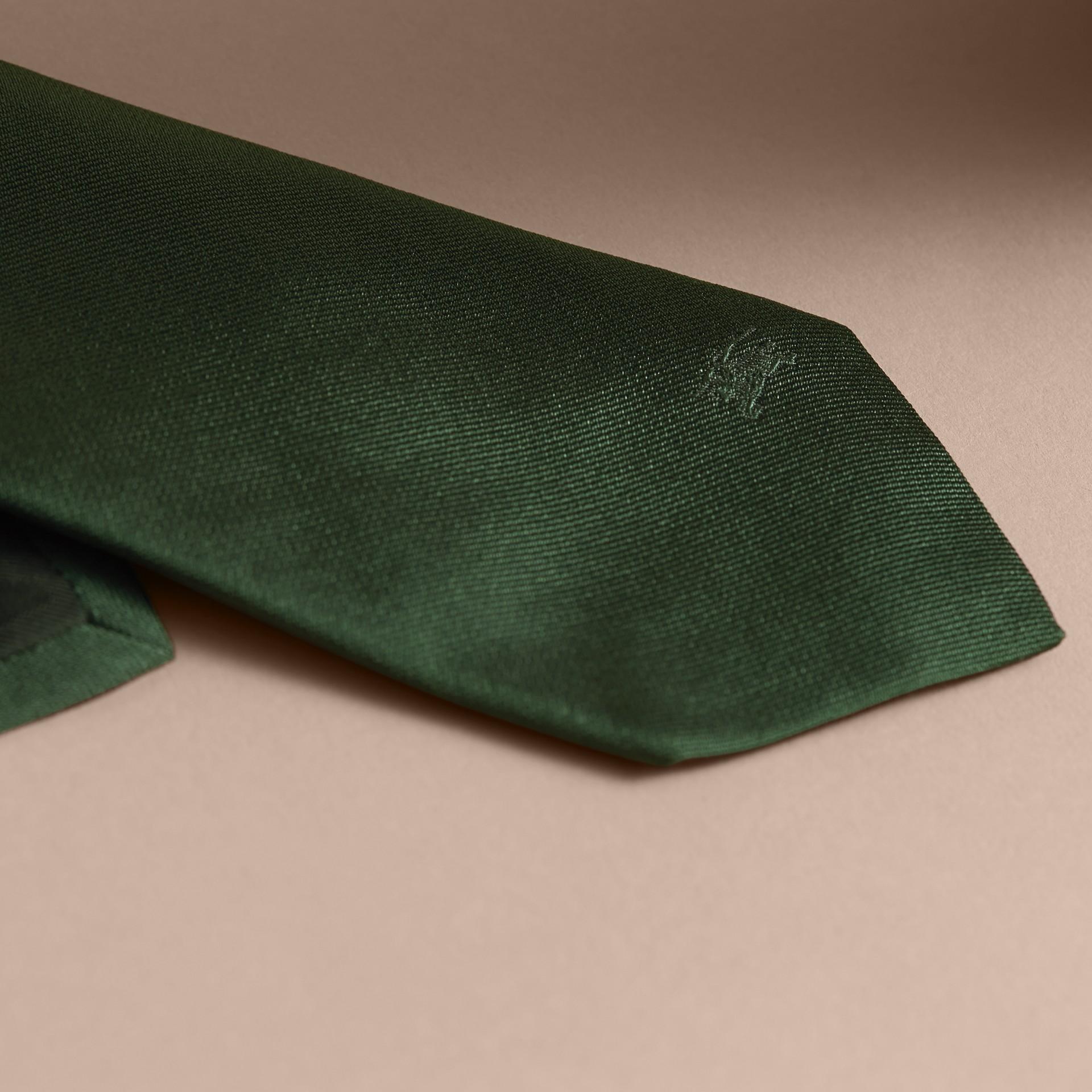 Modern geschnittene Krawatte aus Seidentwill Dunkles Waldgrün - Galerie-Bild 2