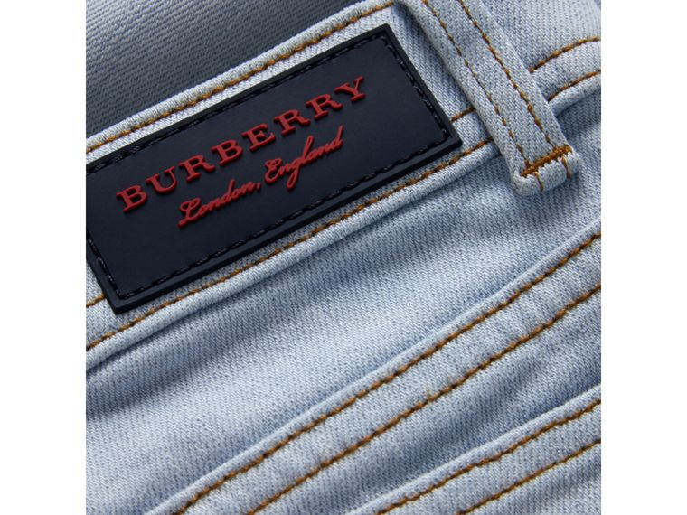Jean décontracté en denim stretch (Bleu Clair) - Fille | Burberry Canada - cell image 1