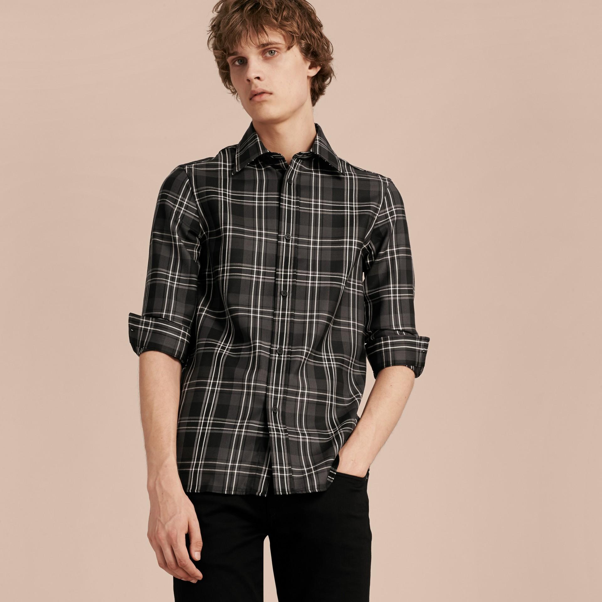 Noir Chemise en laine à motif check Noir - photo de la galerie 4
