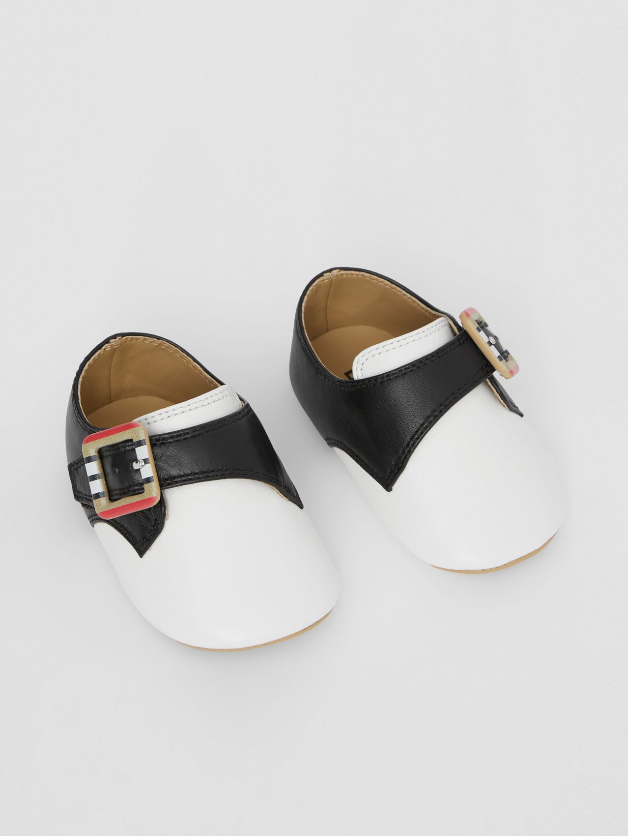Icon Stripe Buckle Two-tone Leather Shoes in Optic White/black