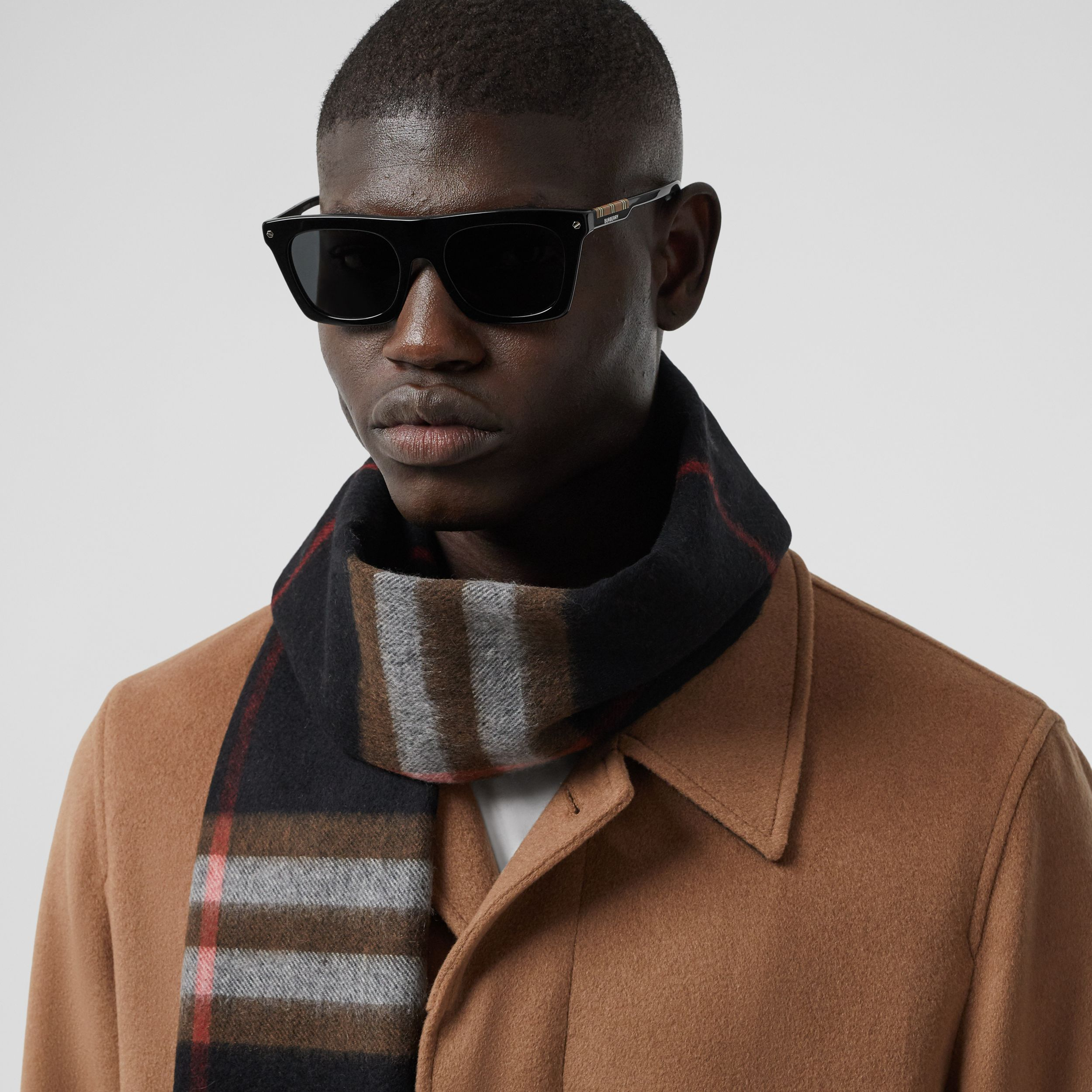 The Classic Check Cashmere Scarf in Black/brown | Burberry Singapore - 3