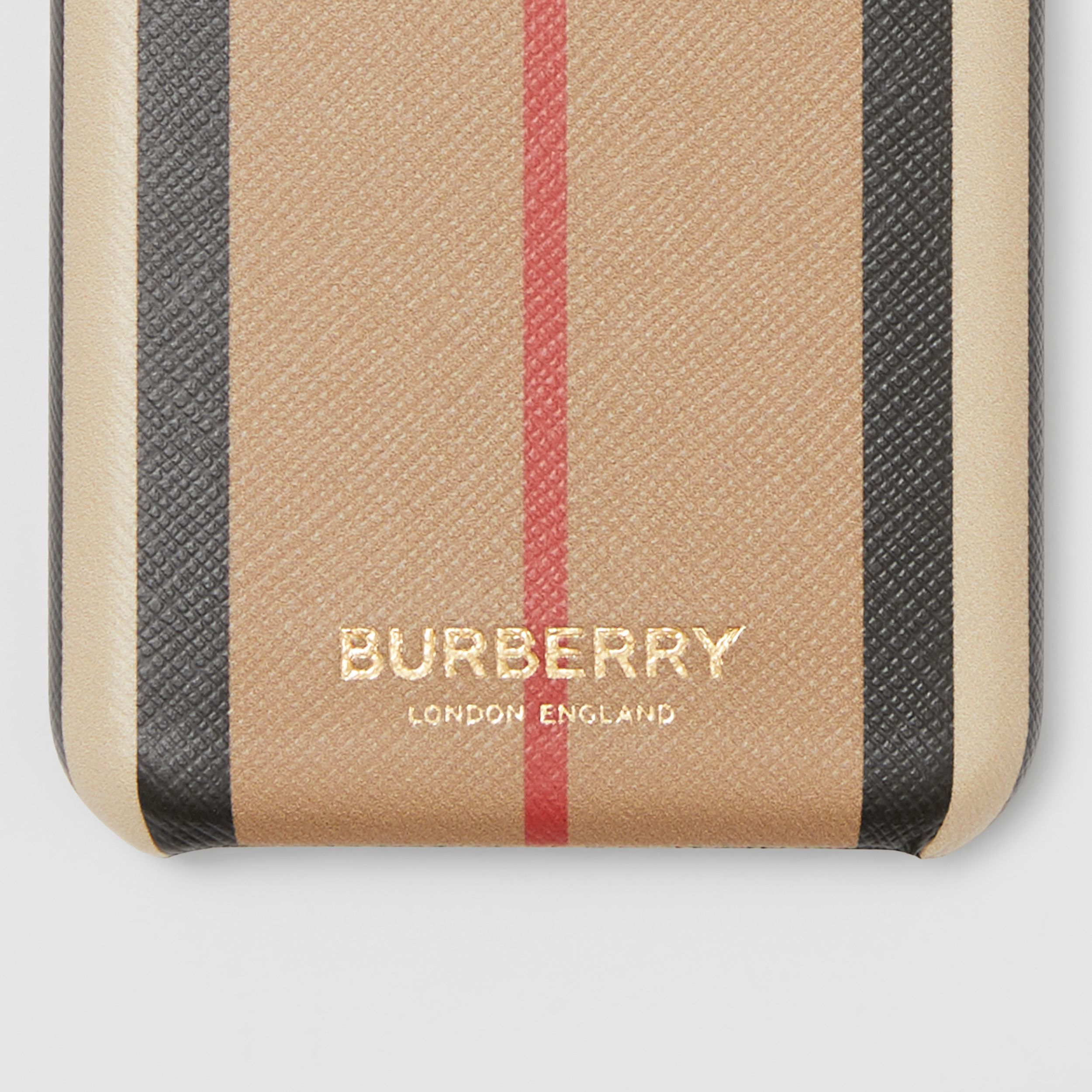 Custodia per iPhone 11 Pro in e-canvas con iconico motivo a righe (Beige Archivio) | Burberry - 2
