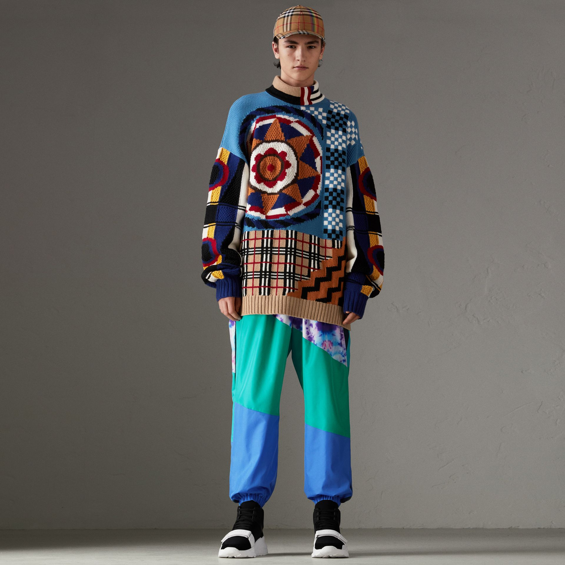 Wool Cashmere Cotton Graphic Intarsia Sweater in Multicolour | Burberry Singapore - gallery image 0