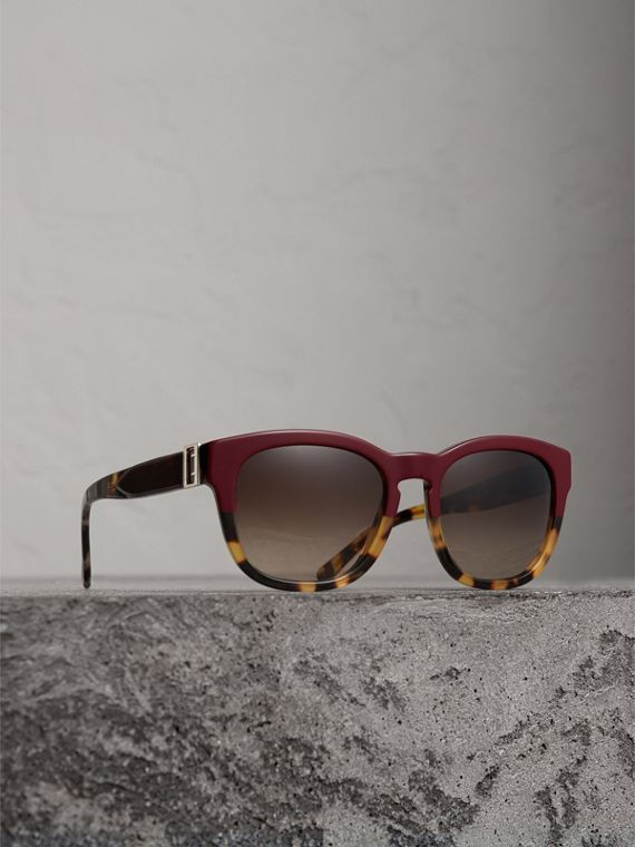 Buckle Detail Square Frame Sunglasses in Burgundy