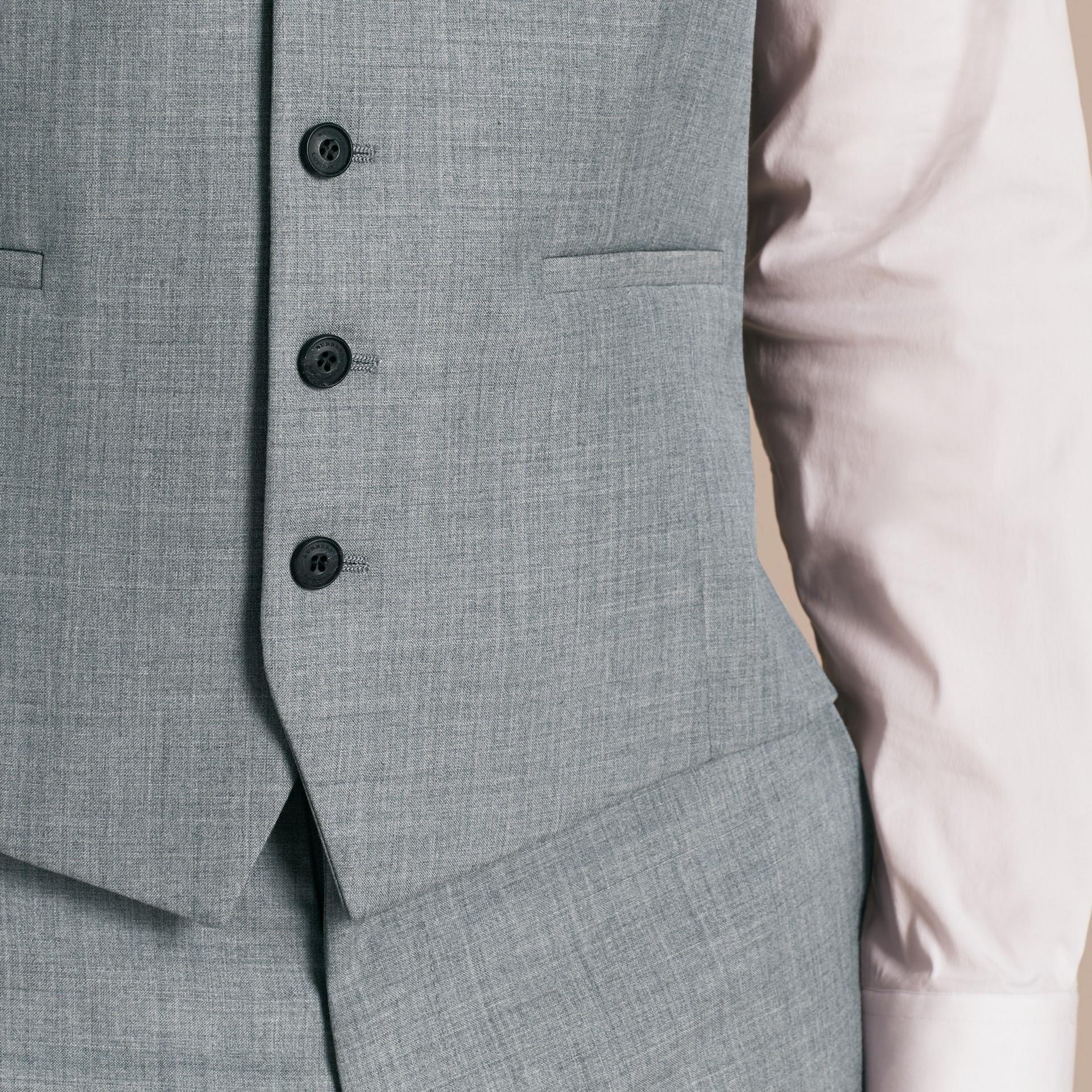 Hellgrau meliert Modern geschnittener Waistcoat aus Wolle mit Satinpanel - Galerie-Bild 5
