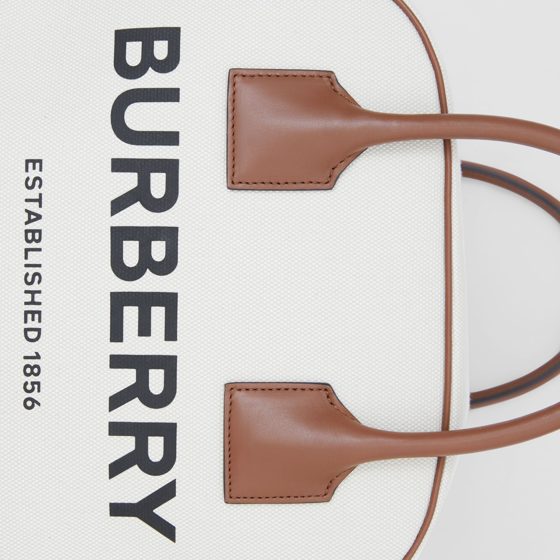 Borsa Cube media in tela con stampa Horseferry (Naturale/marrone Malto) - Donna | Burberry - immagine della galleria 2