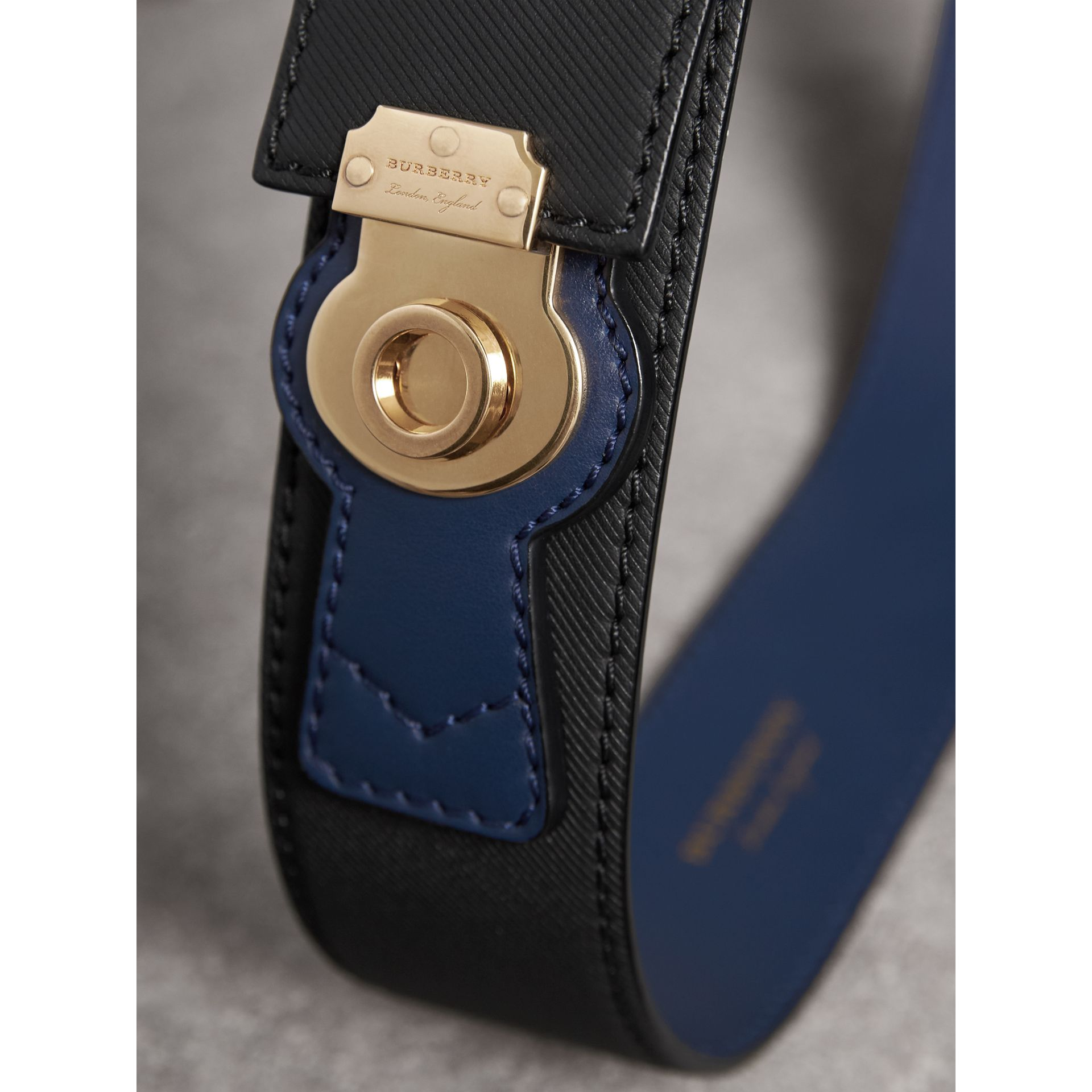 Two-tone Trench Leather Belt in Black / Ink Blue - Women | Burberry - gallery image 1