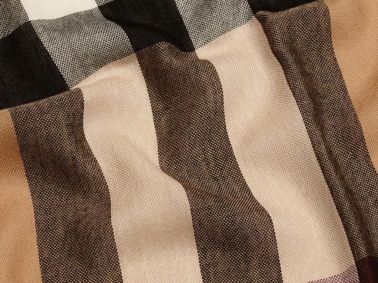 Cammello Sciarpa leggera in lana e cashmere con motivo check Cammello - cell image 1