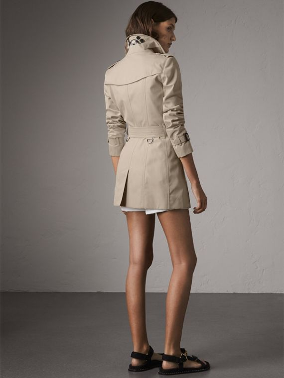The Chelsea – Short Trench Coat in Stone - Women | Burberry - cell image 2