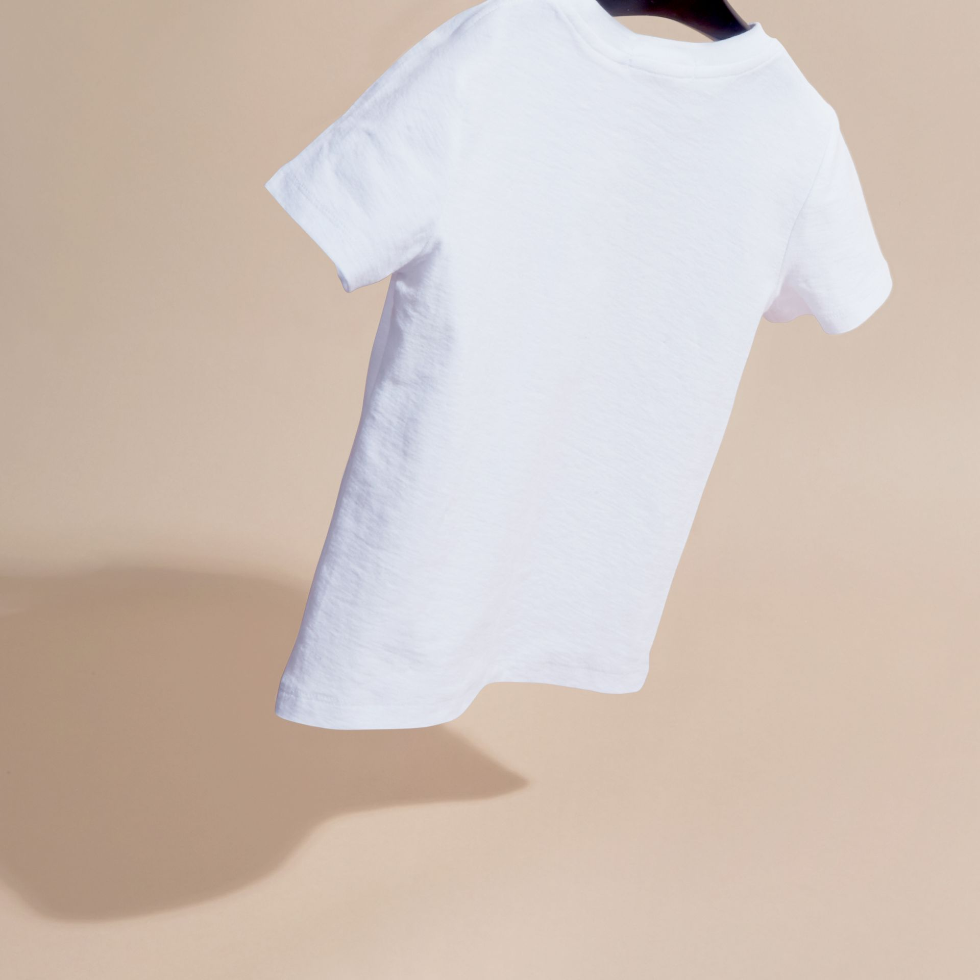 Blanc T-shirt en coton à imprimé graphique London - photo de la galerie 4