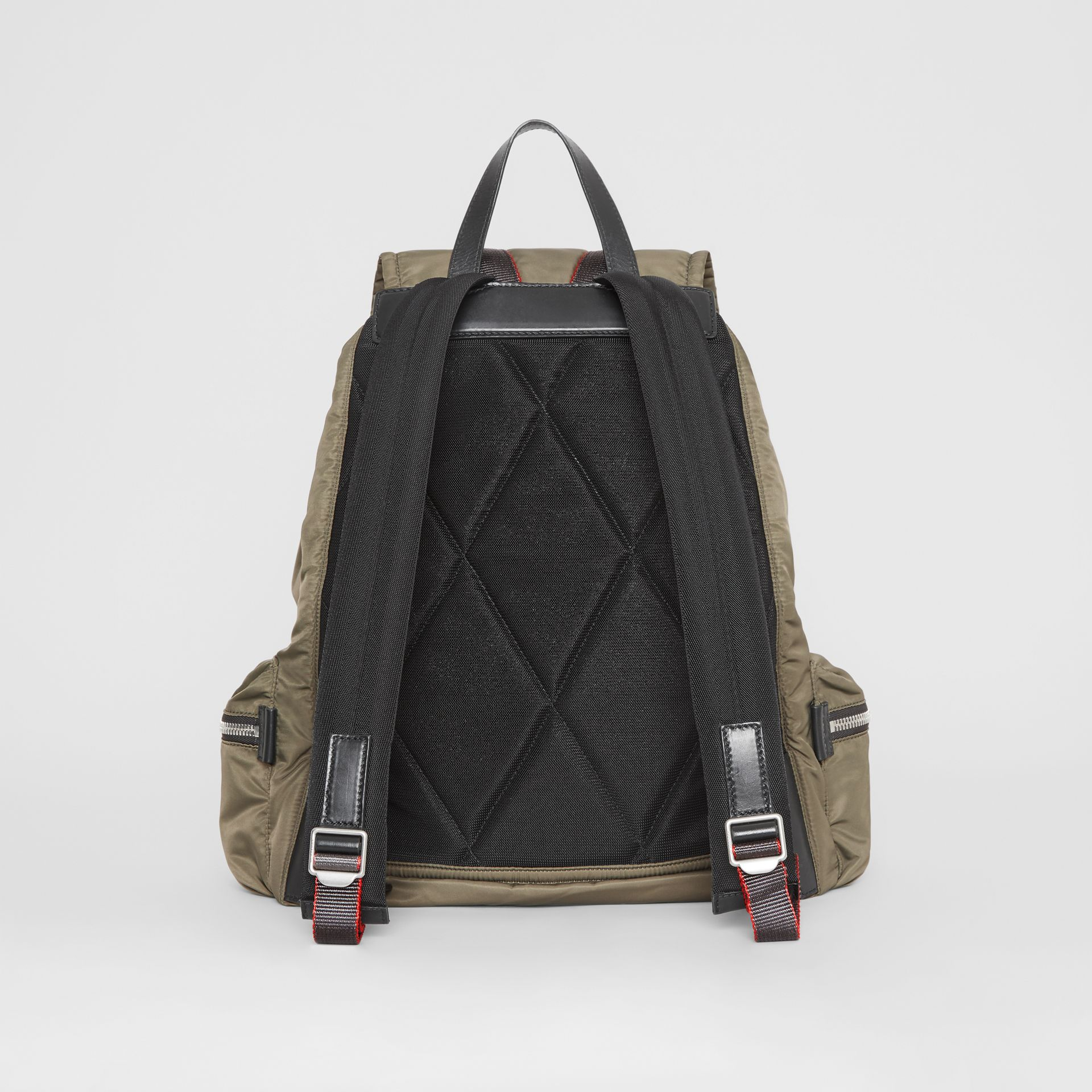 Sac The Rucksack extra-large en nylon façon aviateur (Céladon) - Homme | Burberry - photo de la galerie 6