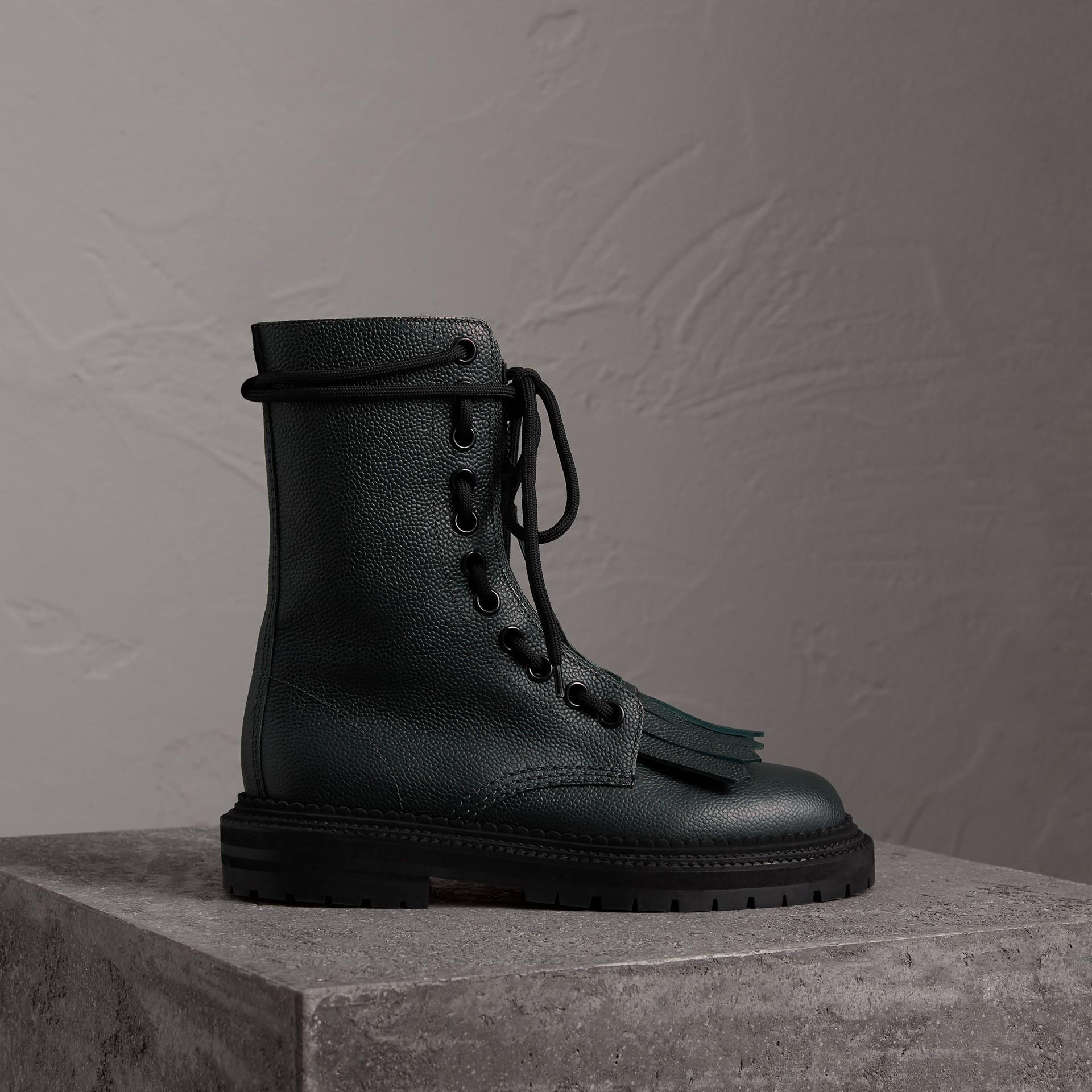 Кожаные сапоги в стиле милитари с бахромой (Темный Голубовато-зеленый) - Для женщин | Burberry - изображение 0