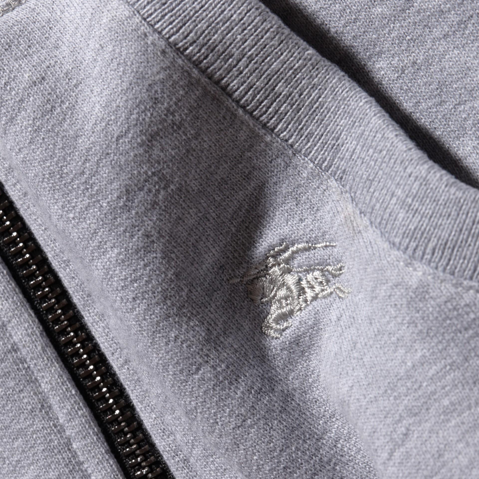 Camaïeu de gris moyens Haut en coton à capuche Camaïeu De Gris Moyens - photo de la galerie 2