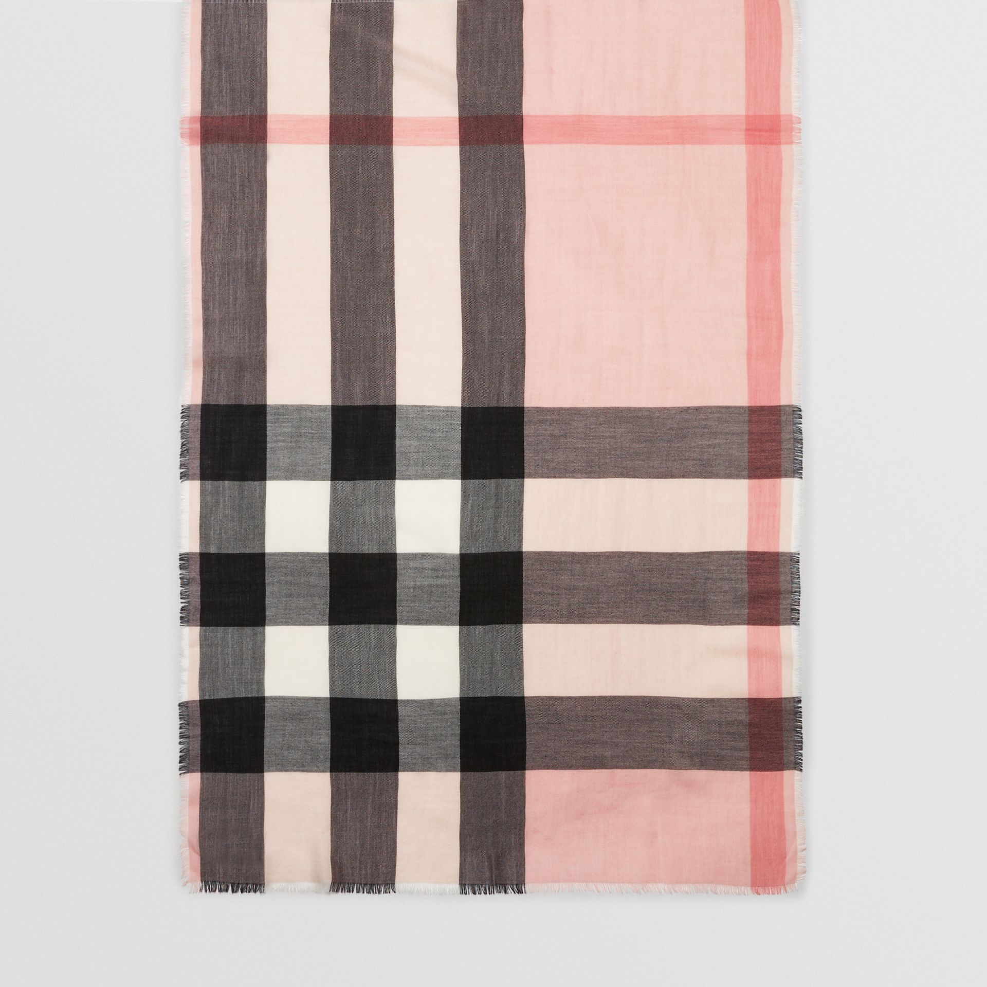 The Lightweight Check Cashmere Scarf in Ash Rose | Burberry United Kingdom - gallery image 4