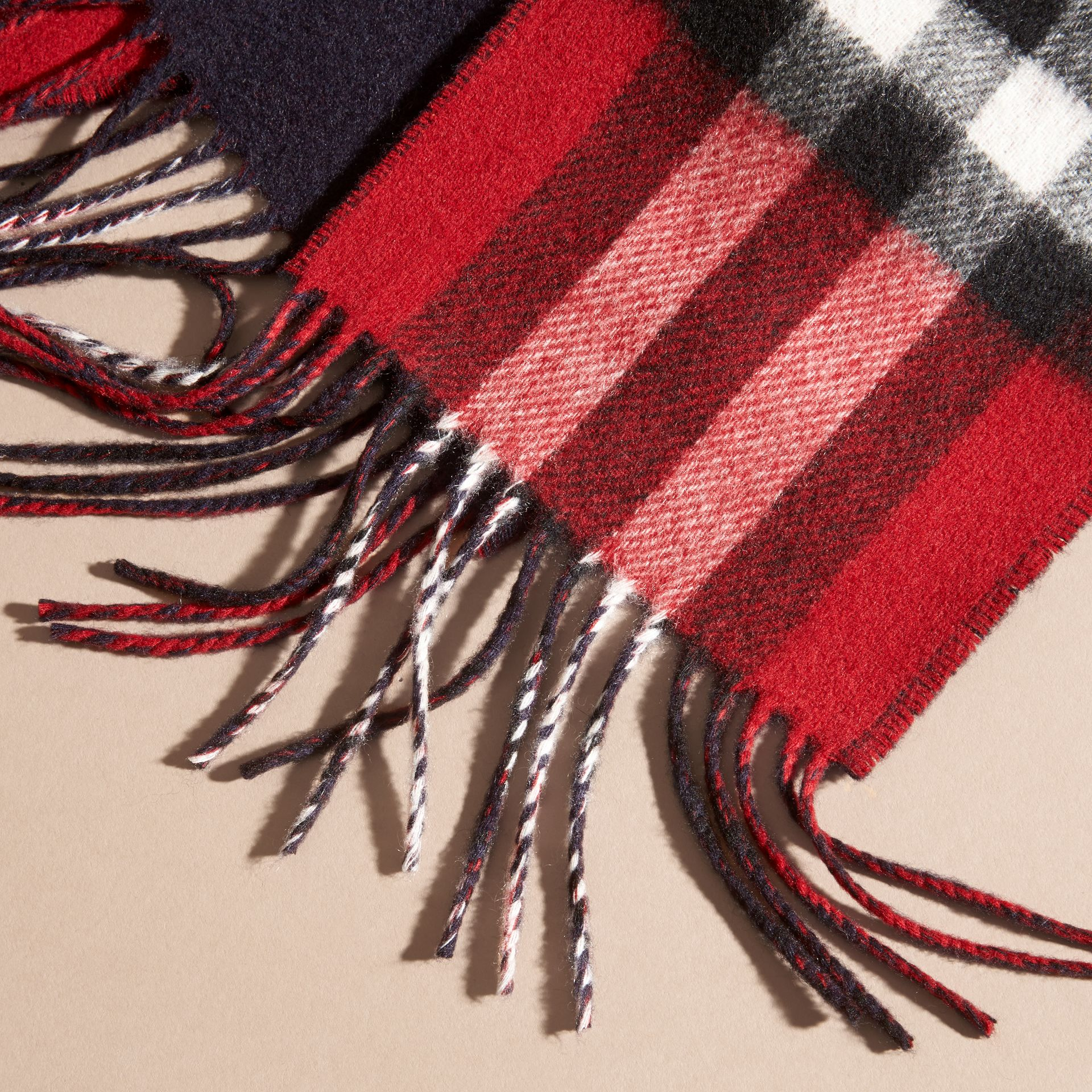 Parade red/navy The Slim Reversible Cashmere Scarf in Check Parade Red/navy - gallery image 2