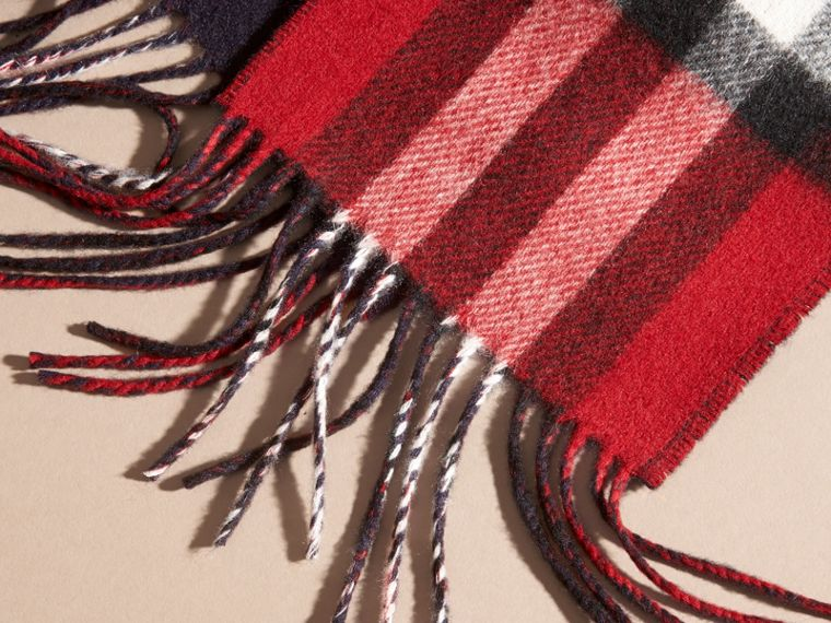 Parade red/navy The Slim Reversible Cashmere Scarf in Check Parade Red/navy - cell image 1