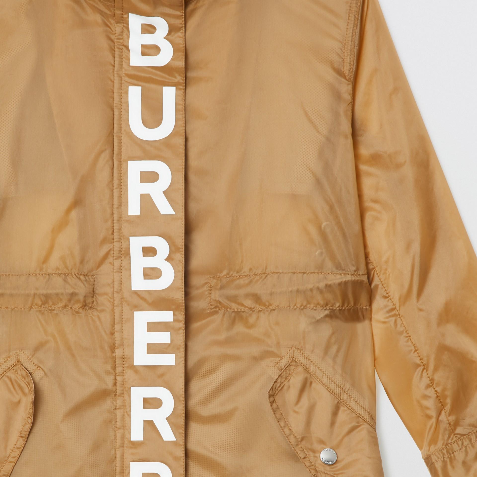 Parca leve com estampa de logo e capuz removível (Mel) | Burberry - galeria de imagens 4