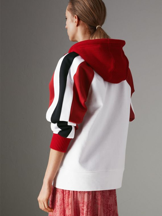 Jaqueta de malha de algodão com capuz e detalhe de listras (Branco) - Mulheres | Burberry - cell image 2