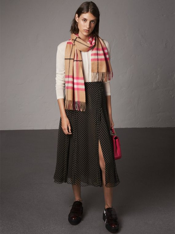 The Classic Check Cashmere Scarf in Bright Peony | Burberry Canada - cell image 2