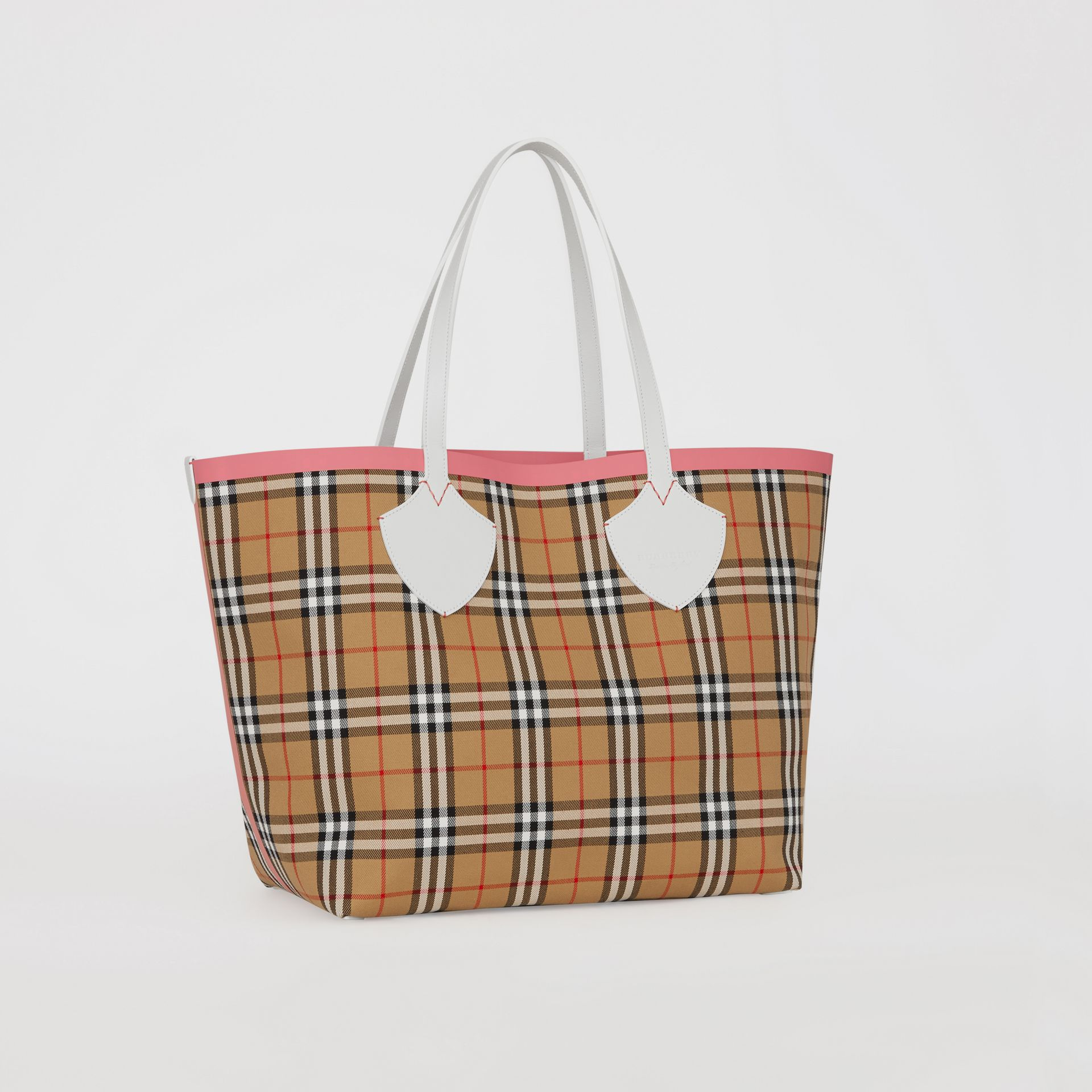 The Giant Reversible Tote in Vintage Check in Chalk White/bright Coral Pink - Women | Burberry - gallery image 4