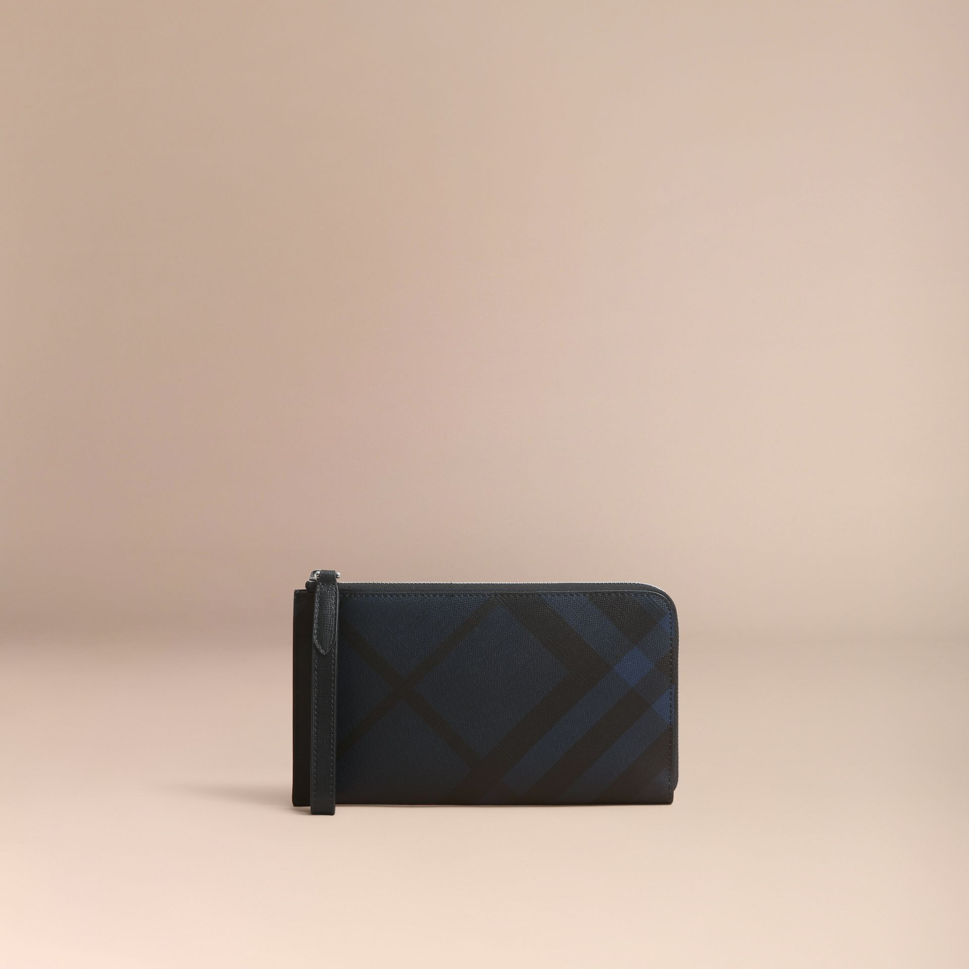 London Check Travel Wallet in Navy/black - Men | Burberry - gallery image 6