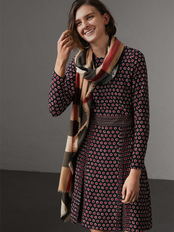 Lightweight Check Cashmere Scarf in Camel | Burberry - cell image 2