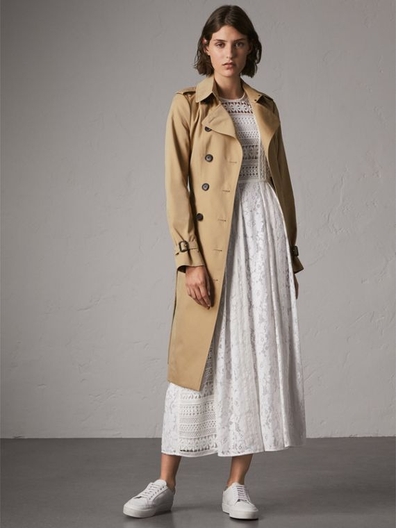 The Sandringham – Extra-long Heritage Trench Coat in Honey