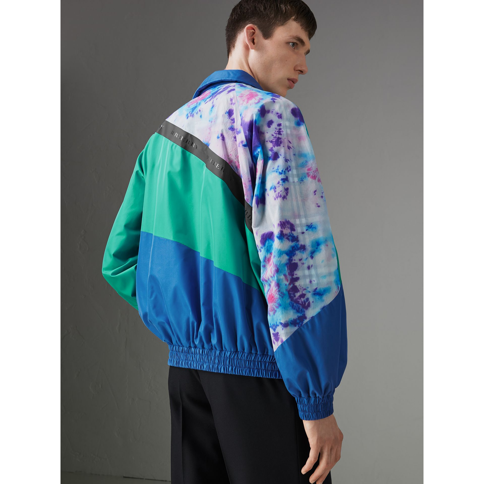 Reversible Tie-dye Silk Shell Suit Jacket in Turquoise | Burberry Canada - gallery image 2