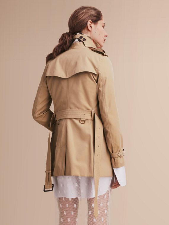 The Kensington – Short Heritage Trench Coat in Honey - Women | Burberry - cell image 2