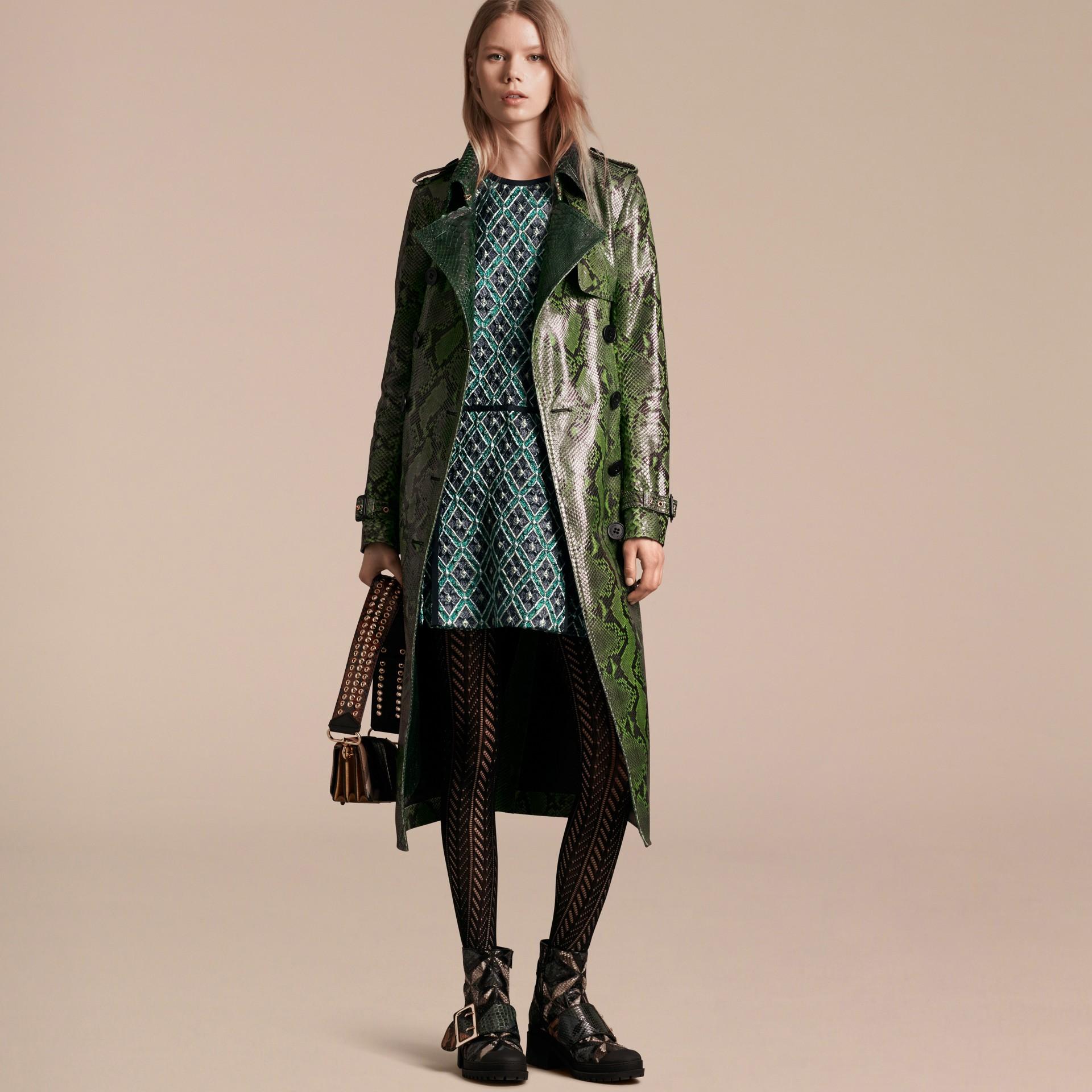 Vert vif Trench-coat en python non doublé - photo de la galerie 8