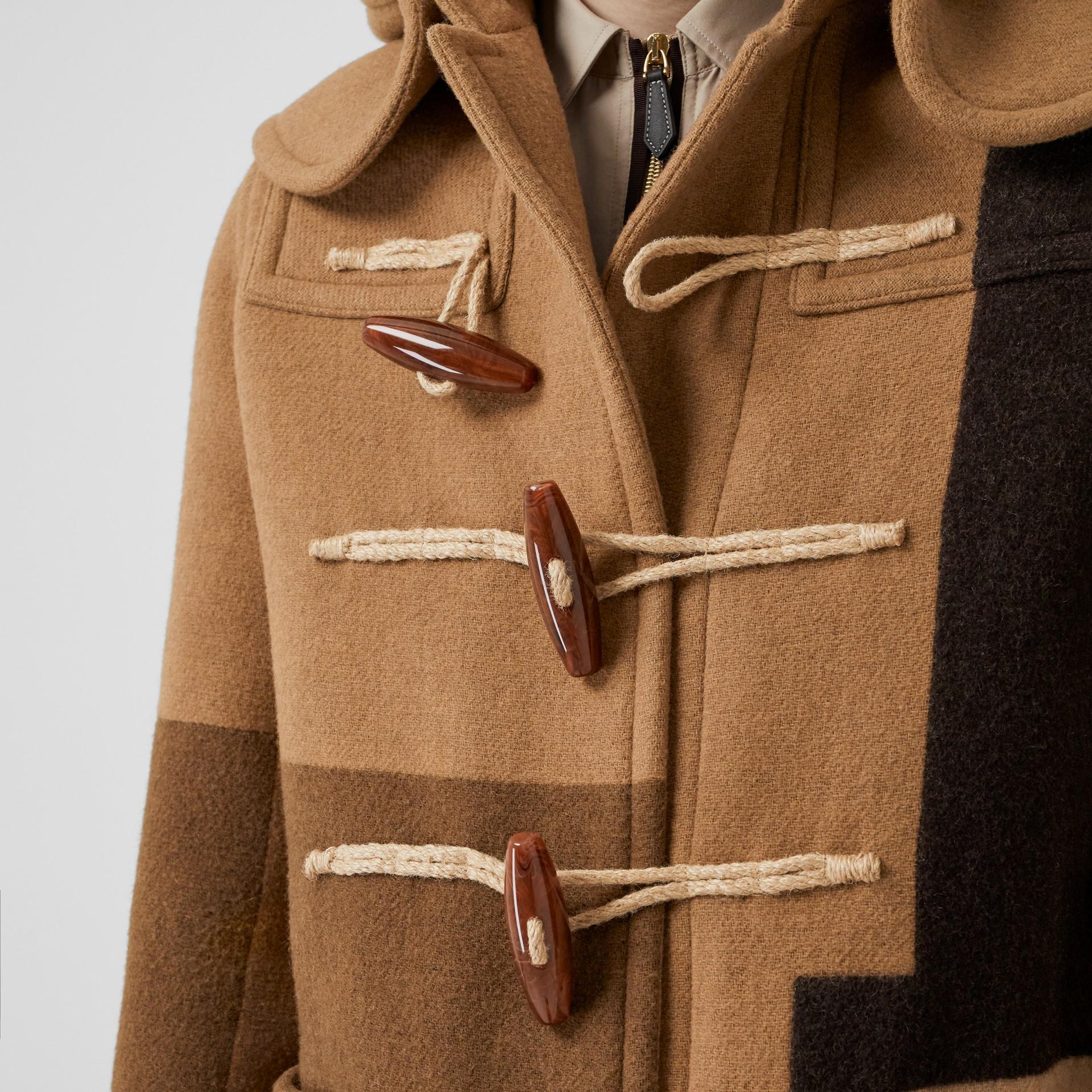 패널 울 더플 코트 (웜 카멜) - 남성 | Burberry - 갤러리 이미지 1