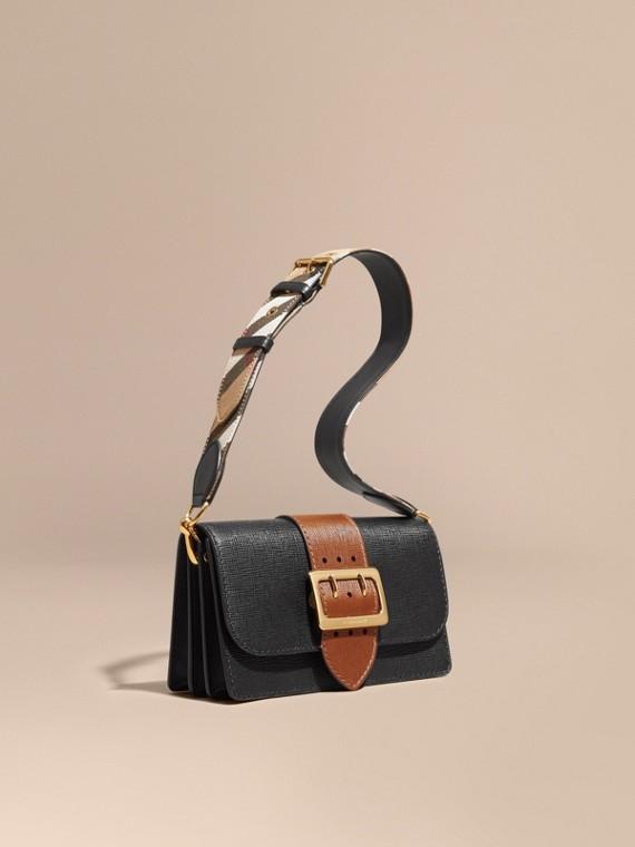 The Medium Buckle Bag aus strukturiertem Leder