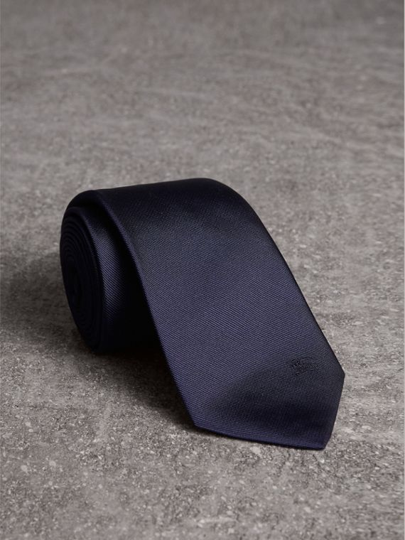 Modern Cut Silk Twill Tie in Navy