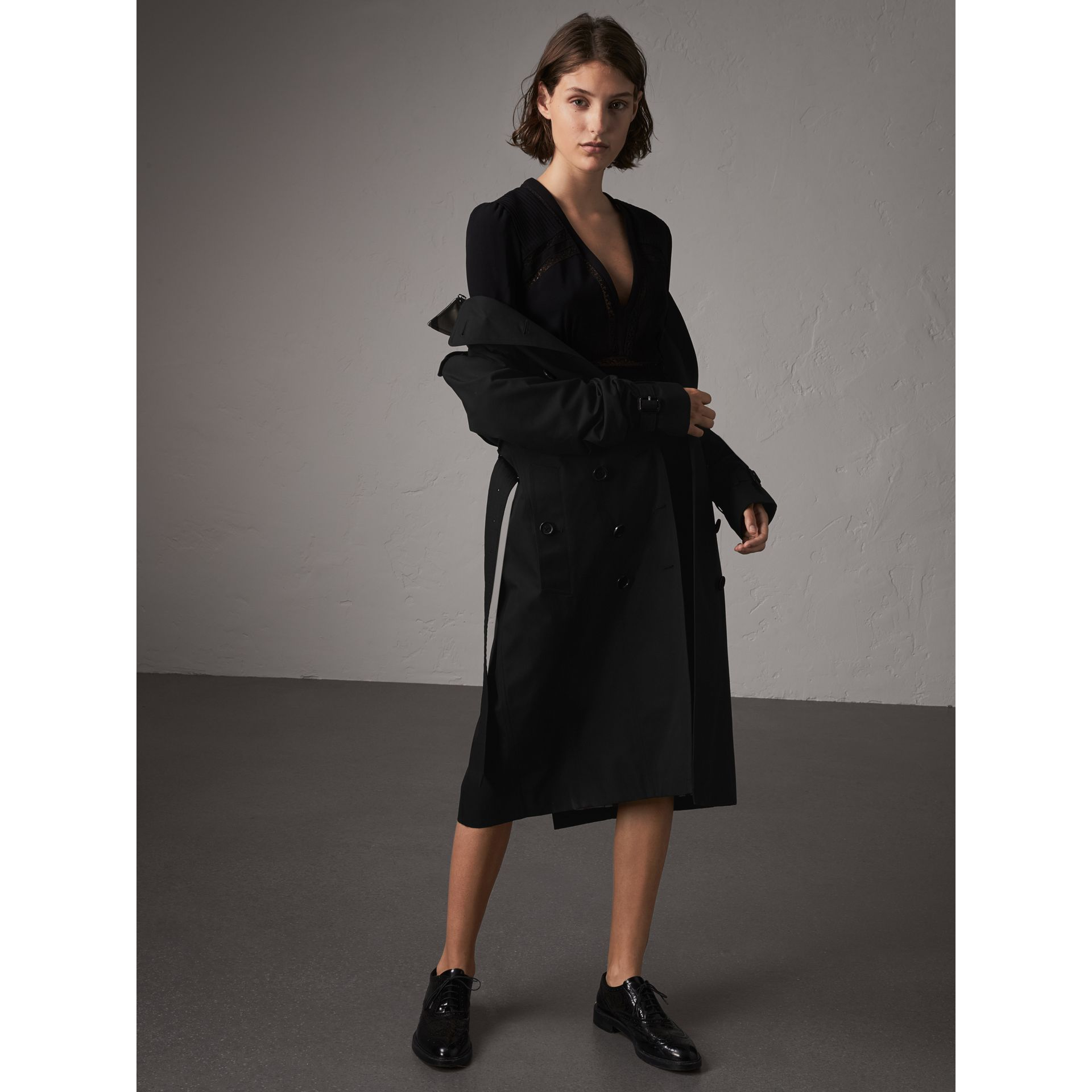 The Sandringham – Extra-long Trench Coat in Black - Women | Burberry United States - gallery image 1